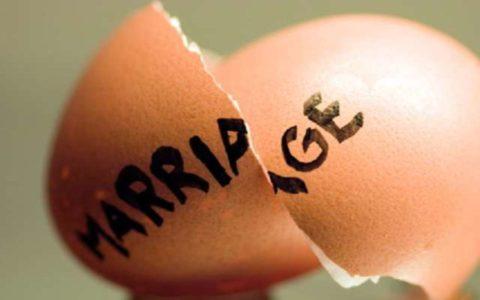 """""""Разрешенным, но самым ненавистным пред Всевышним является развод"""""""