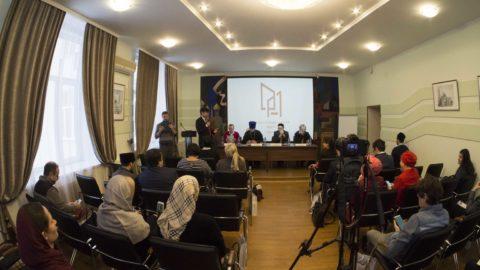 Журналисты и представители религиозных организаций обсудили проблемы и перспективы сотрудничества.