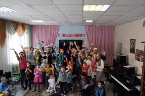 Активисты волонтёрского движения «Актив» посетили реабилитационные центры и развезли продукты нуждающимся