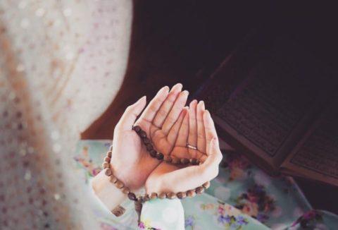 «Я вместе с ним, когда он помнит и поминает Меня»