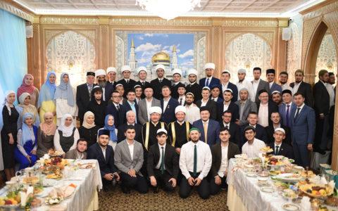 Церемония вручения дипломов выпускникам Московского исламского института