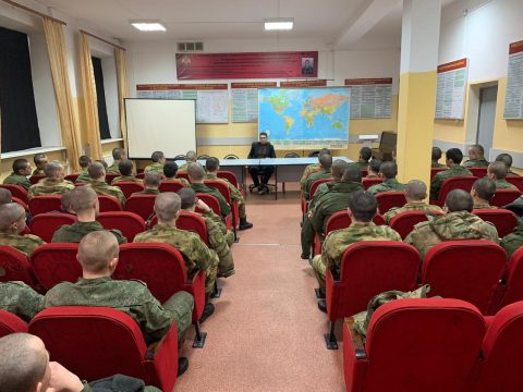 Сотрудник ДУМ Москвы провел лекцию для военнослужащих