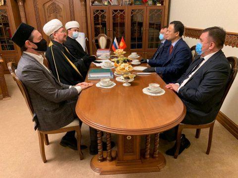 Министр иностранных дел Кыргызстана Р.Казакбаев начал визит в Москву с посещения муфтия Гайнутдина
